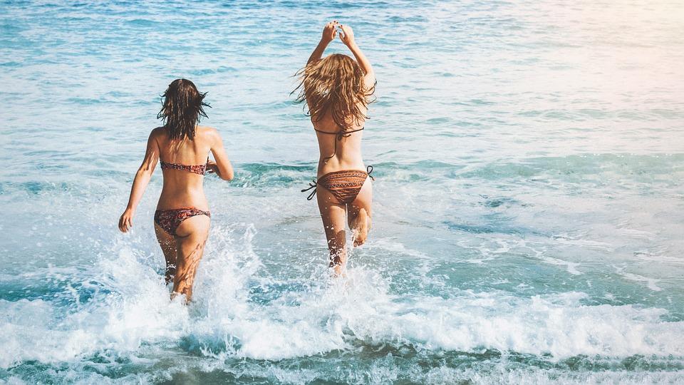 オーストラリアの海と女子